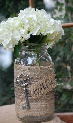 DIY Burlap Wedding Ideas - www.michellejdesigns.com