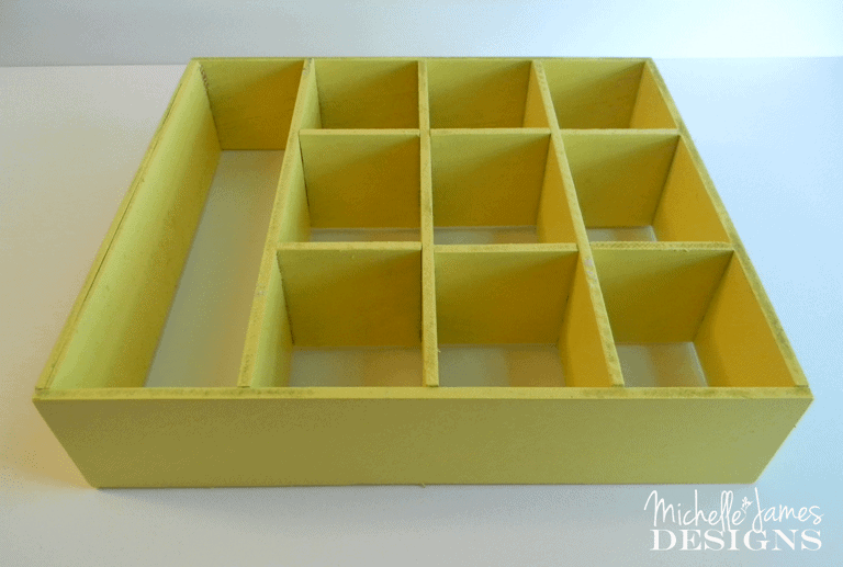 Instant-Desk-Drawer-Organizer - www.michellejdesigns.com -  find organizers by using what you have already.