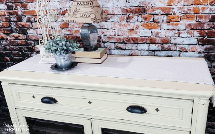 Milk-Paint - www.michellejdesigns.com - I love this piece even more now that it has this beautiful Buttermilk Old Fashioned Milk Paint.