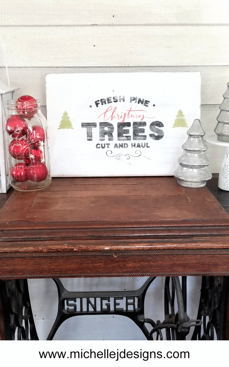 I love the way this Farmhouse Christmas Sign turned out but it wasn't without some stumbles along the way. - www.michellejdesigns.com