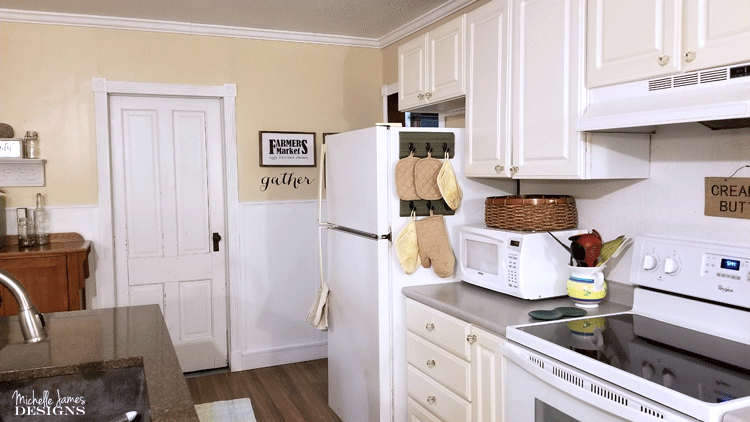 DIY Kitchen Organizer, Organizing Your Kitchen, Easy Kitchen Organizing, Easy Kitchen Organizer, Oven Mitt Organizing, Organizing Oven Mitts In The Kitchen #kitchenorganizing, #organizedkitchen #organizeyourkitchen #easykitchenorganizing - www.michellejdesigns.com