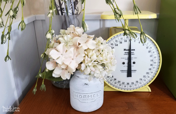I love farmhouse upcyling ideas for the home. I find all sorts of small upcyling projects at garage sales and thrift stores. #upcyle #farmhouse #farmhousedecor #thriftstoreupcycle #repurposeit - www.michellejdesigns.com