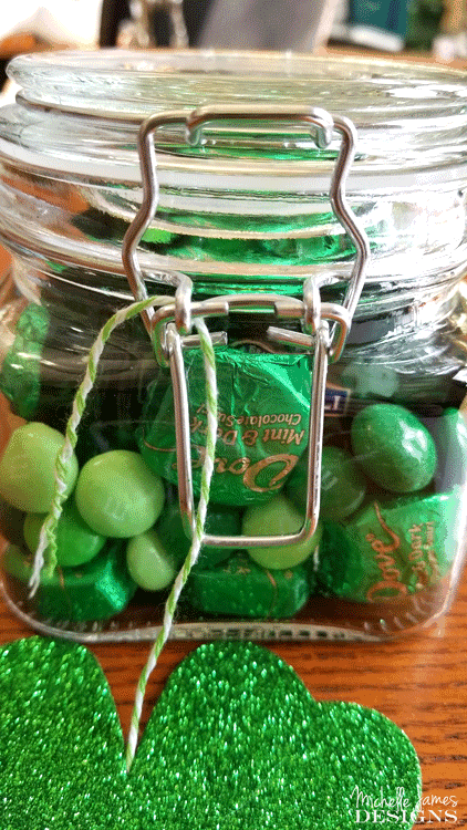 This isn't anything new but it is fun. A simple and fun St. Patrick's Day gift for one of your favorite friends! #stpats #stpatricksday #giftsinajar #jargifts - www.michellejdesigns.com