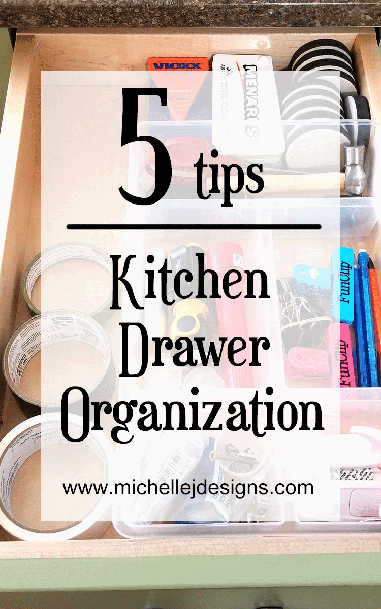 5 tips for kitchen drawer organization. #kitchenorganization #kitchendrawers #organizedkitchen - www.michellejdesigns.com