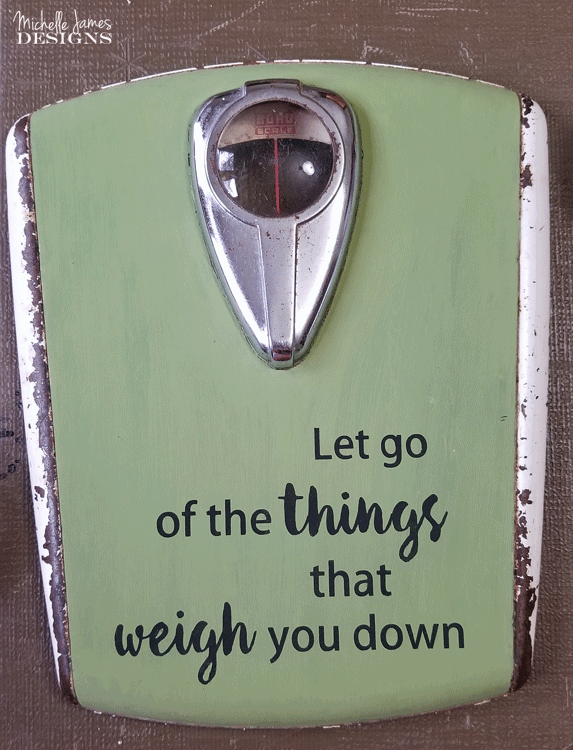 I am in love with this vintage bathroom scale. I gave it a great update and couldn't be more thrilled! #vintagescale #bathroomdecor #upcycle - www.michellejdesigns.com