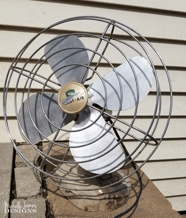 I love to bring old things back to life. This vintage style fan needed some TLC but with the help of some spray paint it now looks AMAZING! #vintagefan #upcyle #DIY - www.michellejdesigns.com