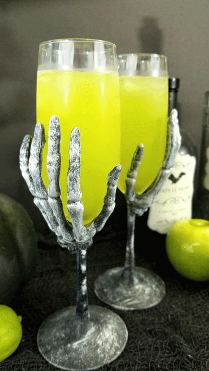 "Take a sip of the apple cider margarita cocktail. It will make you pucker up and say ""yum"" - www.michellejdesigns.com #michellejdesigns #fallcocktails #halloweendrinks #halloweencocktail #applecidermargarita #applecidercocktail"