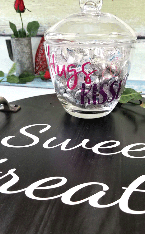 Learn how to decorate a Valentine Glass Candy Dish and an all occasion wood tray! - www.michellejdesigns.com #michellejdesigns #valentinecandydish #valentinedecor #diyvalentinesday