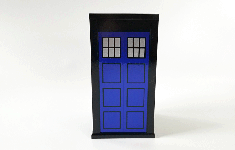 Blue and silver vinyl applied to the sides of the Tardis model