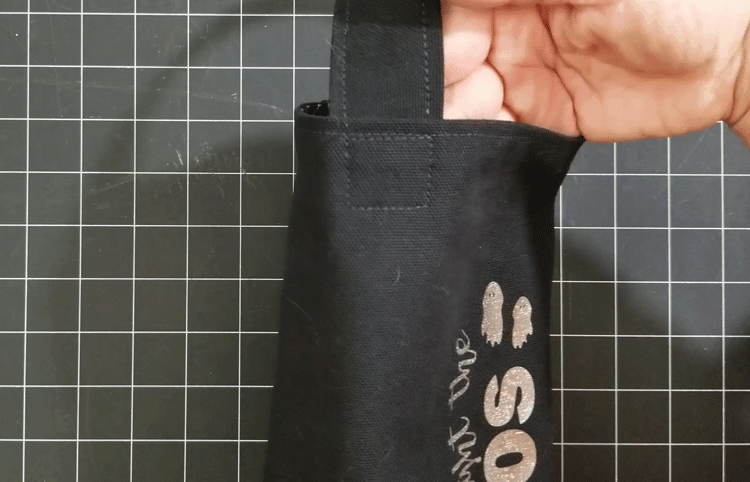 The handle sewn onto the wine bottle bag