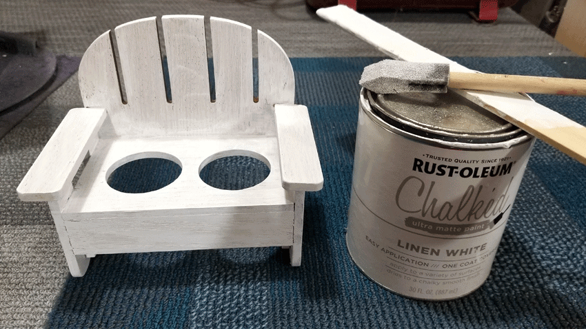Using Rustoleum Chalked paint in Linen white to paint the cute wood bench that will hold the planter vases.