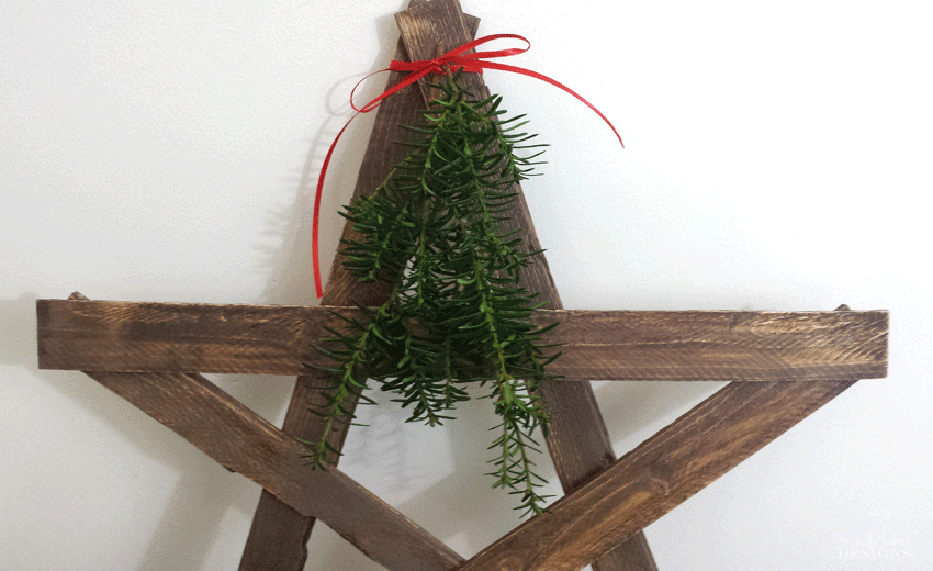 A close up pic of the top of the diy wood star to show the greenery.