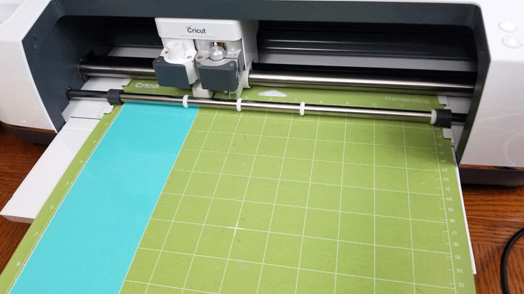 Cutting the different vinyl colors with the Cricut Maker