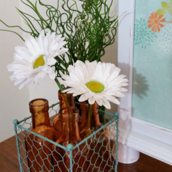 Wire Basket Makeover - www.michellejdesigns.com - this garage sale ugly duckling gets turned into something beautiful with just some paint!