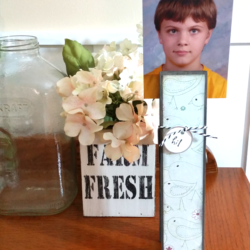 This giant clothespin organizer is perfect for remembering forms and permission slips to holding photos. Get going on back to school fun right now! - www.michellejdesigns.com